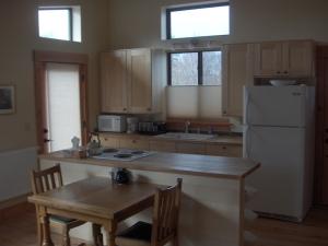 Granger ADU-dining-kitchen